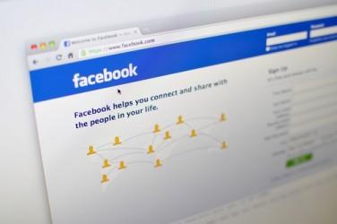facebook-piu-opportunita-che-rischiy
