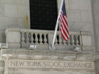 Wall Street prosegue in moderato calo, vendite sulle banche