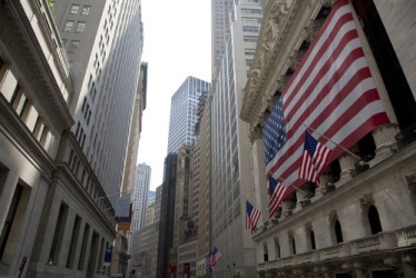 Wall Street, il Dow Jones e il Nasdaq in lieve calo a metà seduta