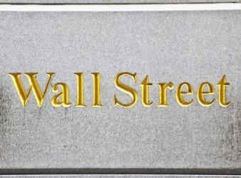 wall-street-frena-realizzi-sui-bancari-bene-caterpillar