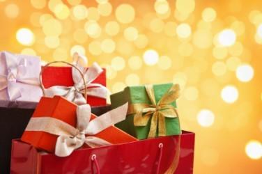 Gli italiani non rinunciano a Natale, spesa per regali sale di 270 milioni