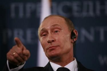 Putin sospetta complotto politico dietro il calo del prezzo del petrolio