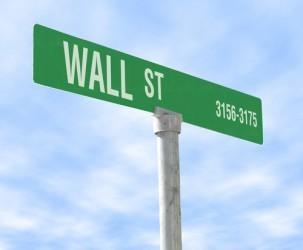 Wall Street chiude in leggero rialzo, brilla Wal-Mart
