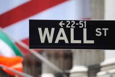 Wall Street chiude poco mossa, bancari e petroliferi deboli