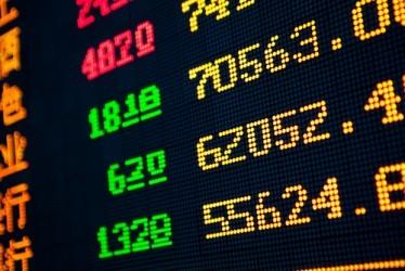 Borse asiatiche: Shanghai frena con i bancari, sale Hong Kong