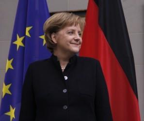 Merkel chiede a Francia e Italia di fare più sforzi