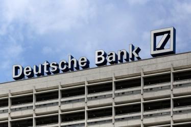 Deutsche Bank torna all'utile nel quarto trimestre, calano le spese legali