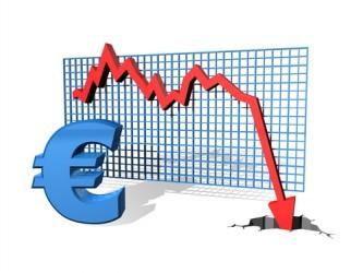 L'euro crolla ai minimi da quasi 9 anni su timori Grecia