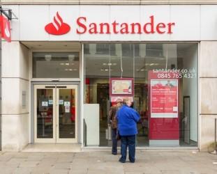 Santander annuncia maxi aumento di capitale e taglia il dividendo
