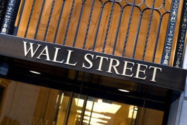 Wall Street chiude in leggero rialzo, acquisti sui minerari