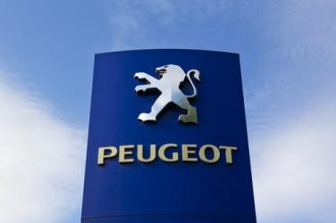 Peugeot riduce la perdita nel 2014, ricavi in lieve crescita
