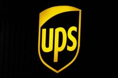 UPS, utile in forte calo nel quarto trimestre, pesa aumento spese