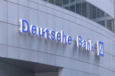 Deutsche Bank in cima al DAX su voci di riassetto