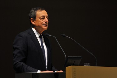 Draghi: Le azioni della BCE aiutano la ripresa ma servono le riforme