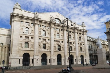 Piazza Affari chiude in leggero rialzo, ancora bene le banche