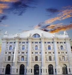 Borsa Milano chiude in leggero rialzo, brilla il risparmio gestito