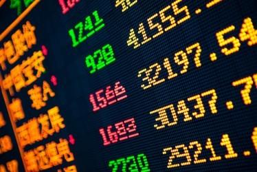 Borse Asia-Pacifico: Hong Kong vola, Shanghai -0,9%
