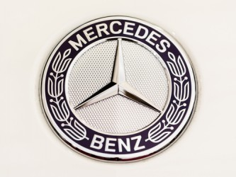 Daimler: L'utile vola nel primo trimestre, confermati target 2015