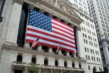 Wall Street sale leggermente a metà giornata, elevata volatilità