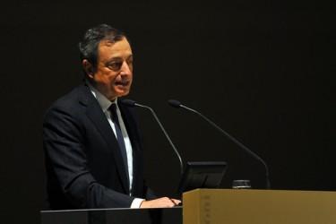 Draghi: Il QE funziona, alzate stime di inflazione