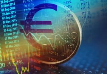 Euro sotto pressione, pesa fuga capitali in Grecia