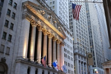 Wall Street chiude in lieve rialzo, ancora bene le banche