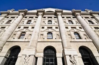 Borsa Milano rimbalza con i bancari, vendite sul lusso
