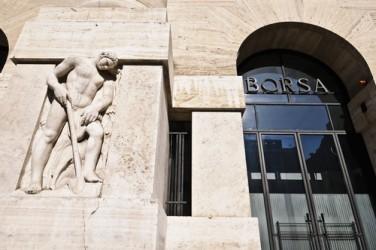 La Borsa di Milano frena, crolla il settore del risparmio gestito