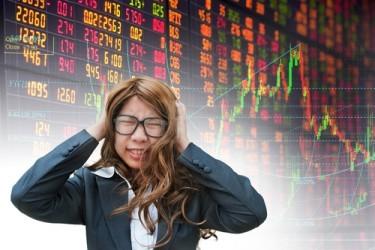 Le borse cinesi crollano, Shanghai -8,5%