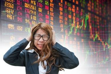 Panico sulle borse cinesi, Shanghai e Hong Kong perdono quasi il 6%
