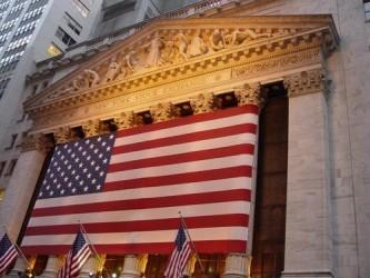 Wall Street chiude in lieve calo, cautela prima del lungo fine settimana