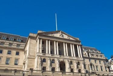 Bank of England lascia i tassi fermi ma taglia stime inflazione
