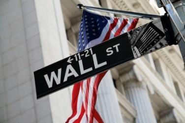 Wall Street chiude sotto la parità, ancora male Apple