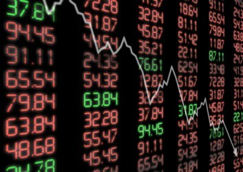 Borsa Milano incrementa le perdite, crolla Fiat Chrysler