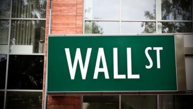 Borse USA partono in lieve flessione