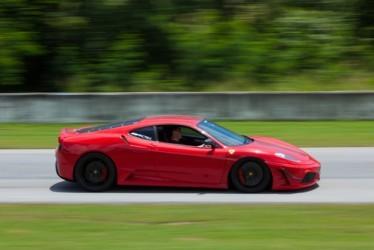 La Ferrari sgomma al debutto a Wall Street