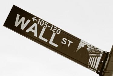 Wall Street chiude sui massimi, in spolvero i bancari