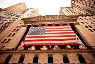 Wall Street sale a metà seduta, in ripresa Apple