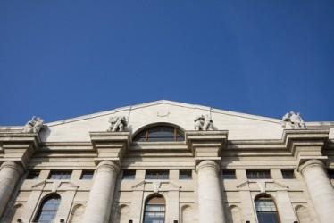 Borsa Milano apre in moderato ribasso, spread stabile
