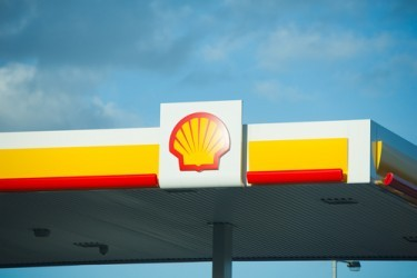 Royal Dutch Shell: Il crollo del petrolio dimezza l'utile