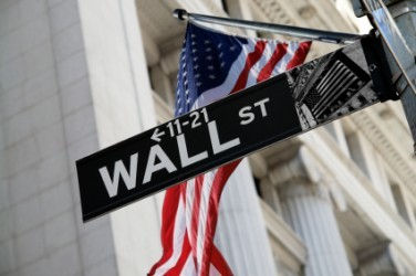 Wall Street apre in moderato calo, Dow Jones -0,3%