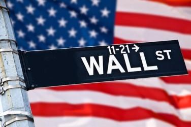 Wall Street chiude positiva, vola Facebook