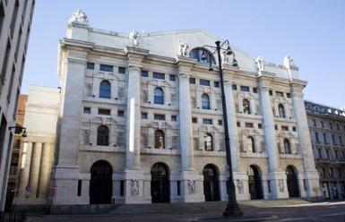 Borsa Milano apre positiva, scende lo spread