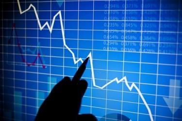 Borse europee chiudono ancora negative, affondano i bancari