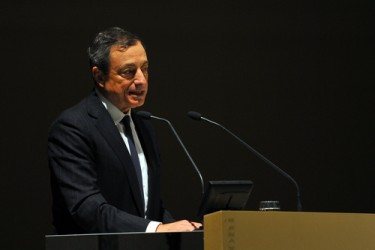 Draghi: BCE agirà a marzo se rischi al ribasso