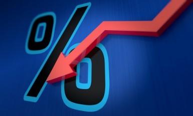 USA: La fiducia dei consumatori precipita ai minimi da luglio