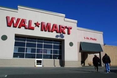 Wal-Mart, trimestrale in chiaroscuro, tagliato outlook sui ricavi