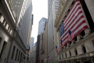 Wall Street chiude mista, male Disney e Time Warner