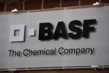 BASF studia controfferta per DuPont - stampa