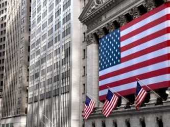 Wall Street apre positiva, sale ancora il petrolio